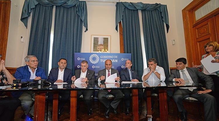 Acuerdo en tucum n 25 de aumento con cl usula gatillo for Clausula suelo firma acuerdo privado